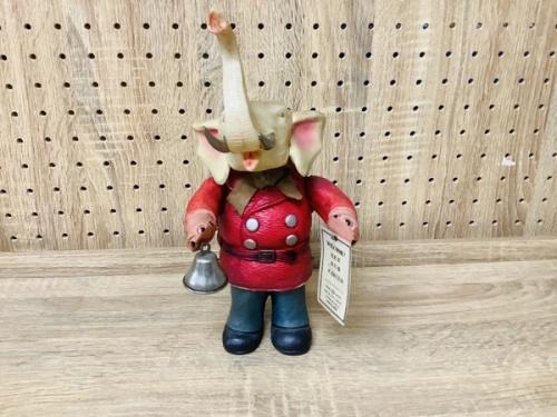 人形 フィギュアのセルロイド製ベルボーイ象