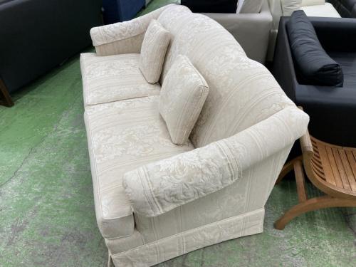 布張りカウチソファーの3人掛けソファー