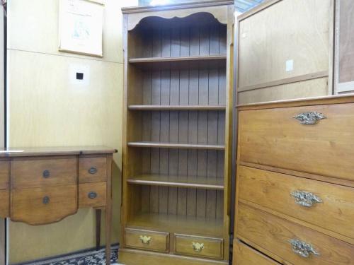 カリモクの本棚