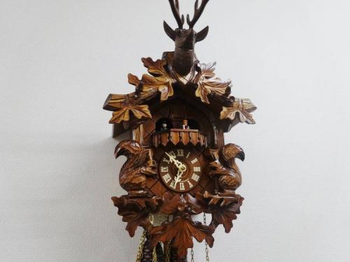 カントリー調の鳩時計
