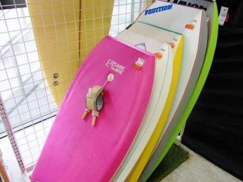 サマーセールのサーフボード