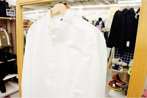 メンズシャツの無印良品
