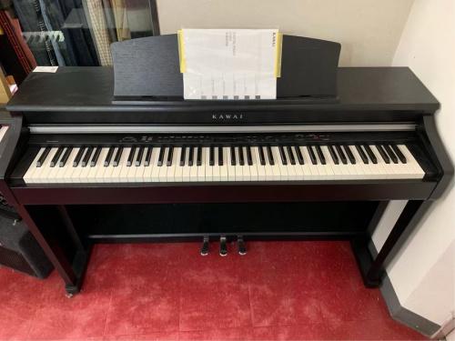 鍵盤楽器のデジタル ピアノ