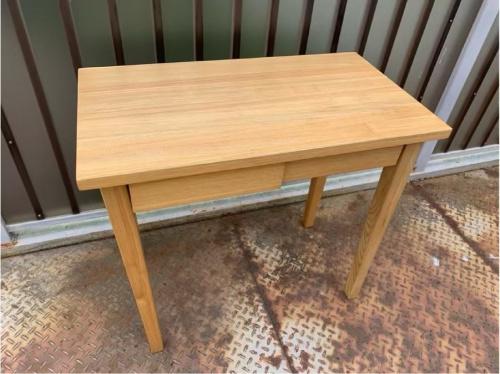 アウトドアのテーブル
