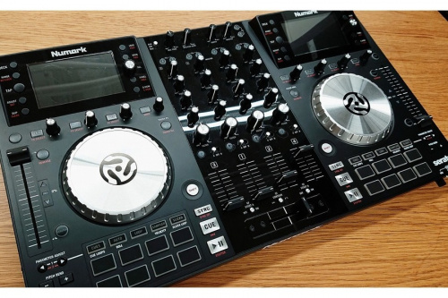 DJ楽器のDJコントローラー