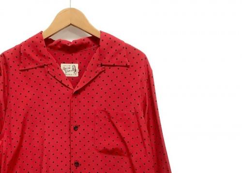 トップスのシャツ