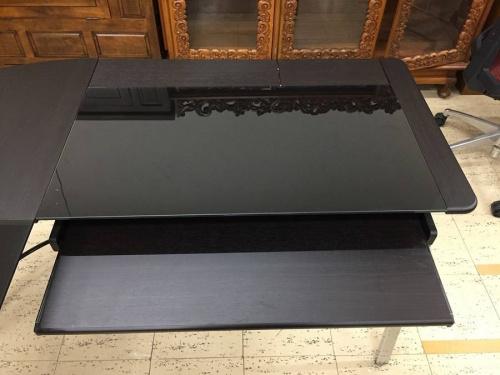 デスクのL字テーブル