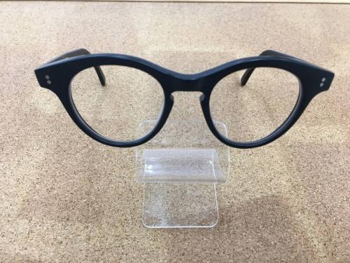 白山眼鏡店の伊達眼鏡