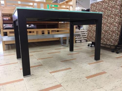 ダイニングテーブルの伸縮式テーブル