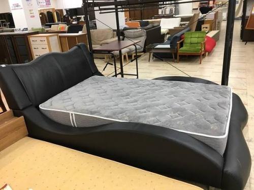 ベッドのデザイン家具