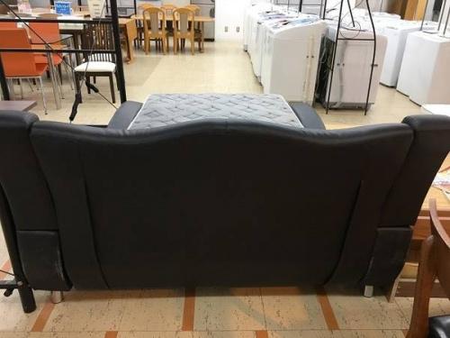 デザイン家具のダブルベッド