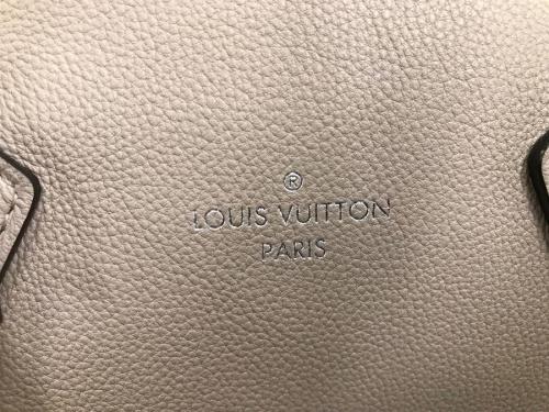バッグのLOUIS VUITTON