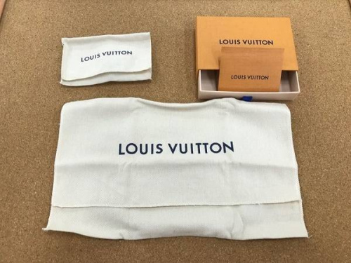 LOUIS VUITTONのカフス