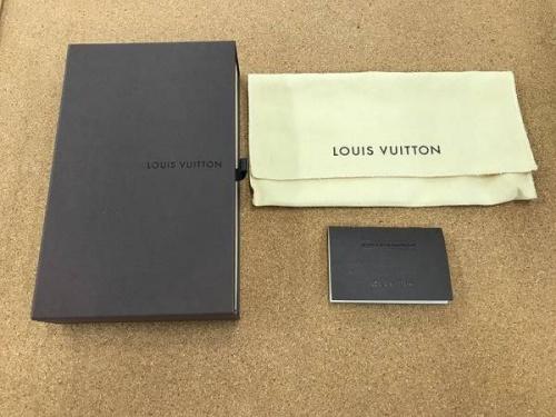 長財布のLOUIS VUITTON