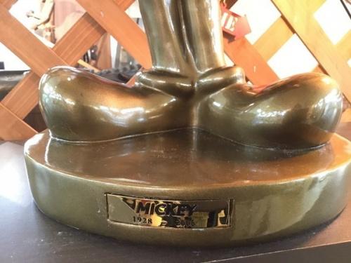 ブロンズ像のミッキーマウス