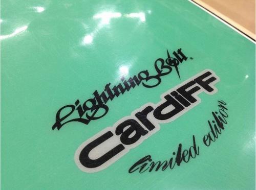 中古サーフボードのライトニングボルト