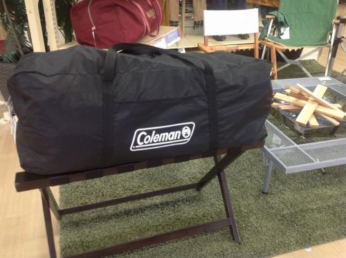 キャンプ用品のツールームテント