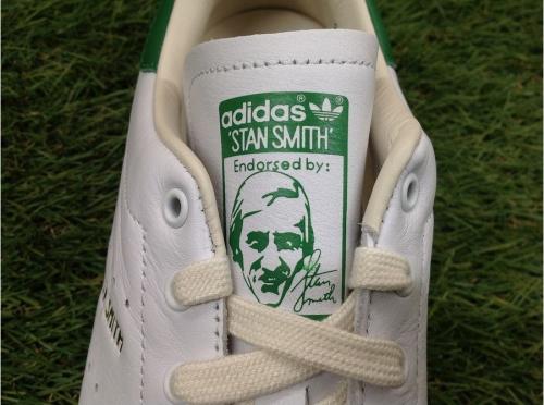 adidasのスタンスミス