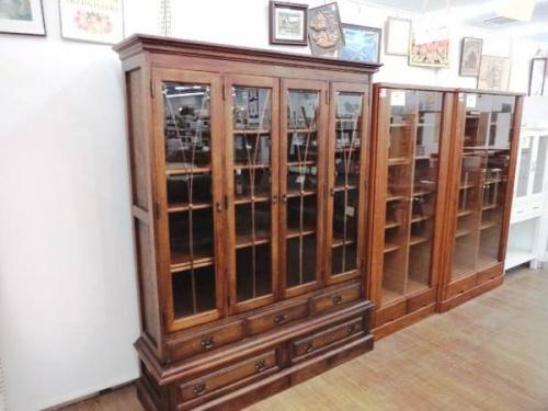 エゾ民芸の書棚