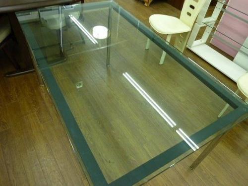 ダイニングテーブルのリプロダクト