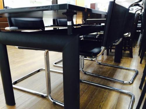 大塚家具のダイニングテーブル