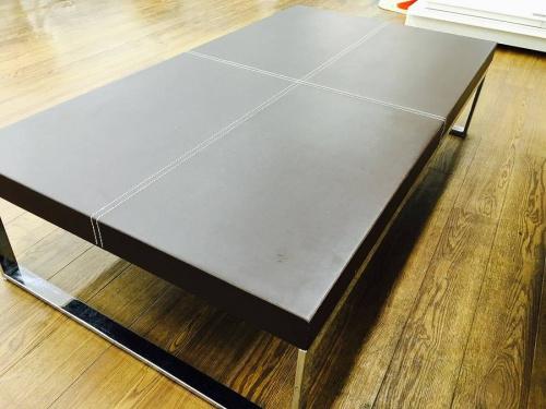 ボンテンピのレザーローテーブル
