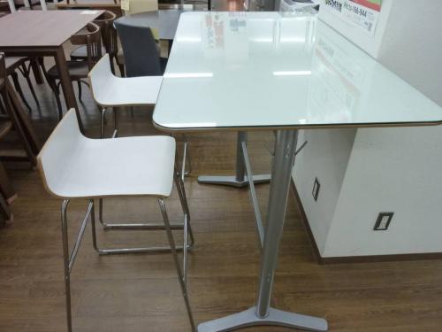 カウンターのテーブル
