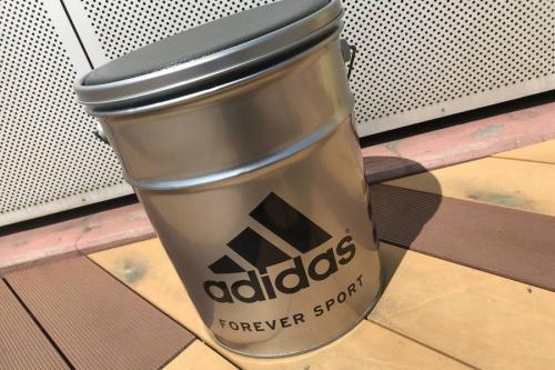 スポーツ用品のペール缶