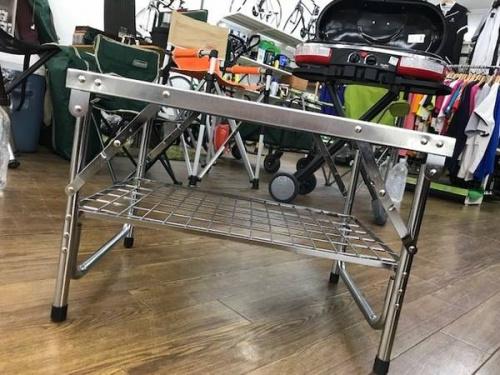 キャンプ用品のワークテーブル