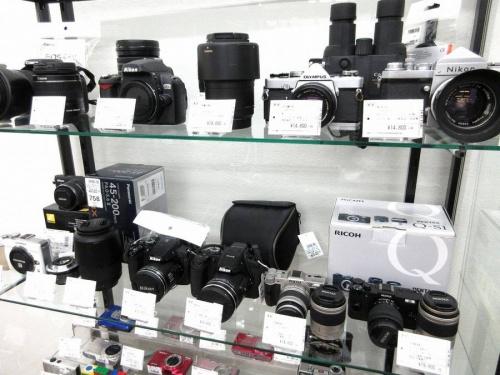 デジタル家電のカメラ コンデジ 一眼レフ ミラーレス