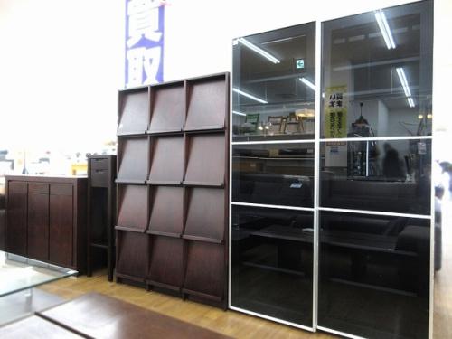 家具のカップボード サイドボード 本棚