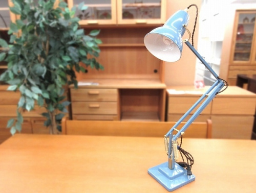 照明のデスクスタンド