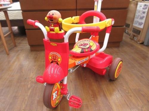 ベビーの乗用玩具
