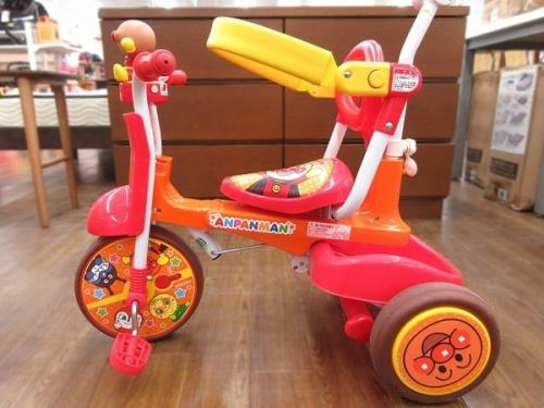 乗用玩具の折りたたみ三輪車 あんぱんまん