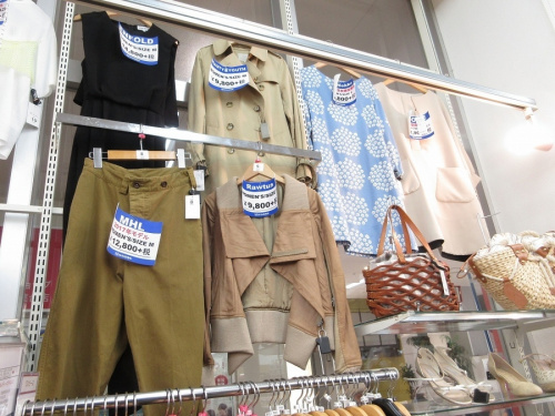 秋物衣類の夏物買取