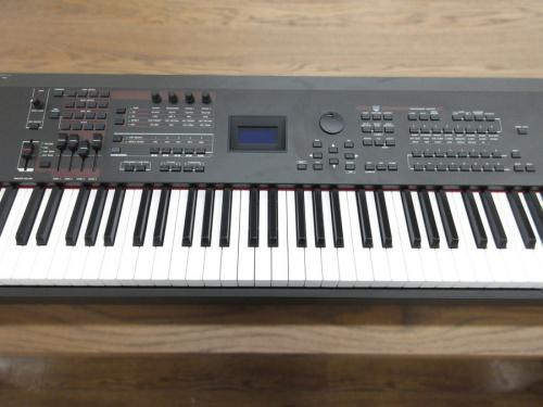 鍵盤楽器のシンセサイザー