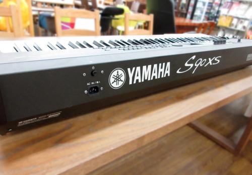 シンセサイザーのYAMAHA S90XS
