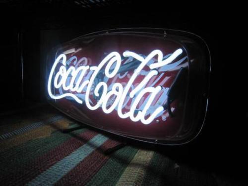 ネオン管のコカ・コーラ