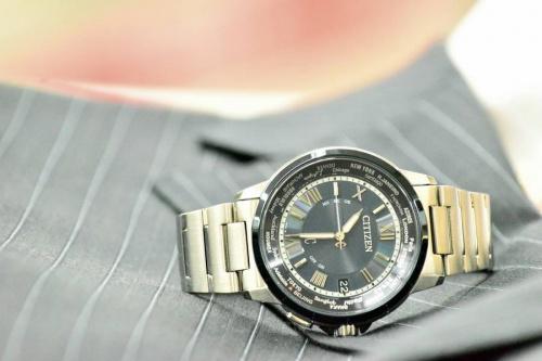 ビジネスアイテムの腕時計
