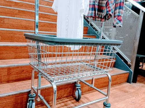 ハンガーラックのR&B Wire Products