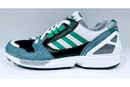 ミタスニーカーズのアディダス(adidas)