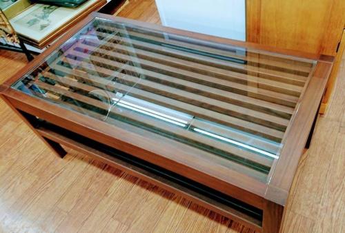 特選家具のテーブル