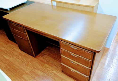 特選家具のデスク