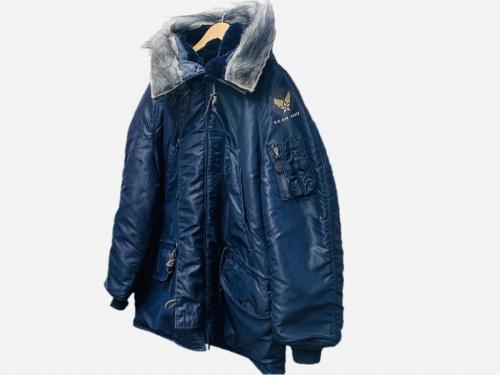 ジャケットのフライトジャケット