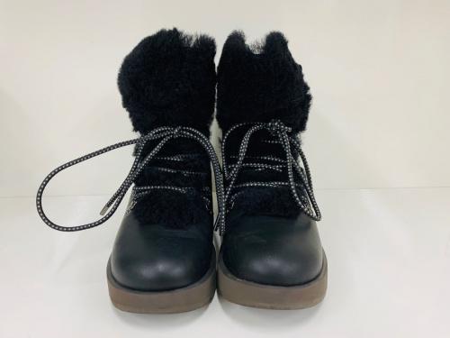 ブーツのムートンブーツ