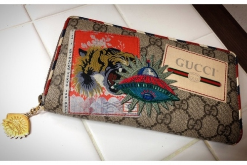 財布のジップアラウンドウォレット