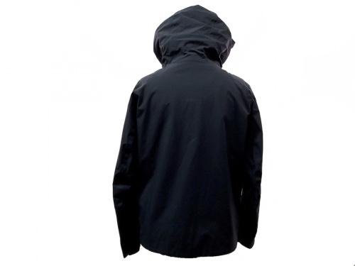 パラフードジャケットのDescente ALLTERRAIN