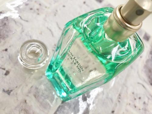 生活雑貨 ブランド香水のサニタリー用品