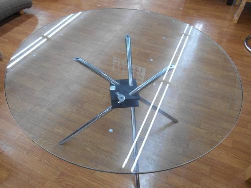 ダイニングテーブルのチェア