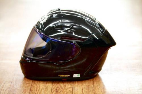 ヘルメットのフルフェイス